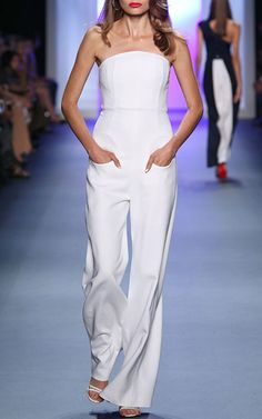 Cushnie et Ochs Spring 2017 Ready-to-Wear Fashion Show — Anna Mila Guyenz… Fantasy closet Fashion 2017, Runway Fashion, Spring Fashion, Fashion Show, Fashion Trends, Strapless Jumpsuit, Looks Style, Jumpsuits For Women, Glamour