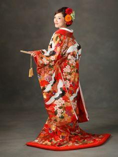 Irouchikake (gorgeously patterned kimono)