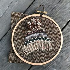 Warmhearted counted modern embroidery look at here Learn Embroidery, Hand Embroidery Stitches, Modern Embroidery, Embroidery Hoop Art, Ribbon Embroidery, Cross Stitch Embroidery, Embroidery Designs, Beginner Embroidery, Geometric Embroidery