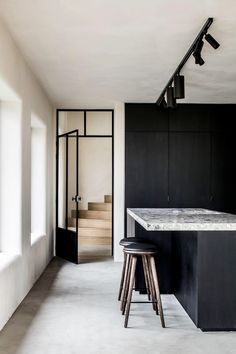 Dramatic black and white. ⠀ ⠀ Love this kitchen design by Jim Dierckx Interieur Architect. Black And White Interior, White Interior Design, Interior Design Kitchen, Interior Design Inspiration, Black White, Home Design Decor, House Design, Home Decor, Interior Staircase