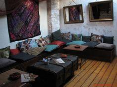 10 locuri cool unde ai putea sa duci un strain sau turist in Bucuresti Hippie Life, Bucharest, Sf, Romantic, Couch, Furniture, Home Decor, Settee, Decoration Home