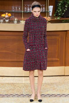 Chanel Fall 2015 Ready-to-Wear Fashion Show Collection