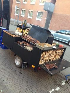 How To Use Charcoal Grill? Charcoal Grilling Tips And Techniques for Becoming a Grill Master How To Use Charcoal Grill? Charcoal Grilling Tips And Techniques for Becoming a Grill Master Bbq Pit Smoker, Bbq Grill, Grill Party, Bbq Smoker Trailer, Restaurant Grill, Foodtrucks Ideas, Bar Deco, Food Truck Business, Food Vans