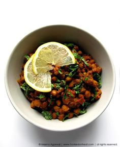 Sukhe Kaale Chane (Spiced Brown Chickpeas) - Hooked on Heat Chickpea Recipes, Vegetable Recipes, Healthy Recipes, Chaat Masala, Garam Masala, Indian Breakfast, Saute Onions, Fresh Coriander