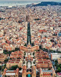 Hospital San Pau i Sagrada Familia Barcelona. Visit Barcelona, Barcelona City, Barcelona Travel, Barcelona Catalonia, Barcelona Restaurants, City Trip Europe, Places To Travel, Places To See, Barcelona Architecture