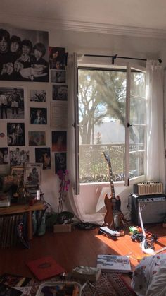 Creative Music Bedroom Design Ideas That Suitable For Musician Music Bedroom, Room Decor Bedroom, Music Inspired Bedroom, Guitar Bedroom, Bedroom Ideas, Retro Room, Vintage Room, Teenage Room Decor, My New Room