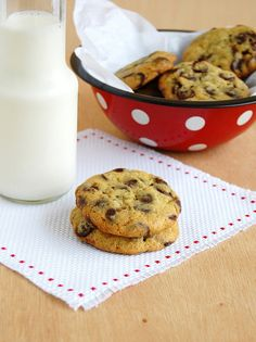 Chock-full of chocolate chip cookies / Cookies com muuuitas de gotas de chocolate by Patricia Scarpin, via Flickr
