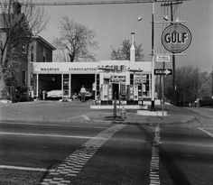 Gulf Oil station at 10th and Main Street. Cleveland Photo Service Shelbyville Kentucky