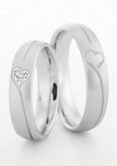 Jegygyűrű romantikus szívekkel
