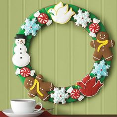 Christmas wreath clip art pictures and coloring pages,cookies photos,corn flakes decoration images Christmas Arts And Crafts, Christmas Love, Winter Christmas, Christmas Cookies, Christmas Decorations, Christmas Sweets, Holiday Decor, Felt Wreath, Wreath Fall