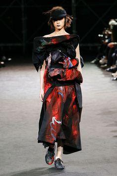 e5b39612c30 Yohji Yamamoto Spring 2019 Ready-to-Wear Fashion Show Collection  See the  complete Yohji Yamamoto Spring 2019 Ready-to-Wear collection. Look 37