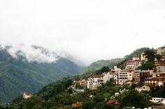 Sapa au matin. En savoir plus : http://www.amica-travel.com/vietnam-sites-a-decouvrir/nord-vietnam/sapa Crédit Photo : R3nkichi sur Flickr