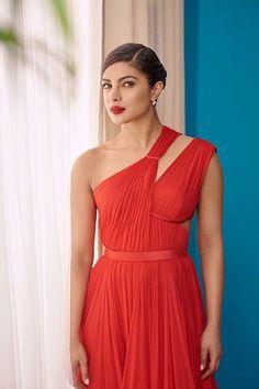 Priyanka 😘😍😘😍😘😍😘😍😘😍 Quantico Priyanka Chopra, Priyanka Chopra Hot, Bollywood Celebrities, Bollywood Actress, Hot Actresses, Indian Actresses, Beautiful Goddess, Portraits, Stunning Women