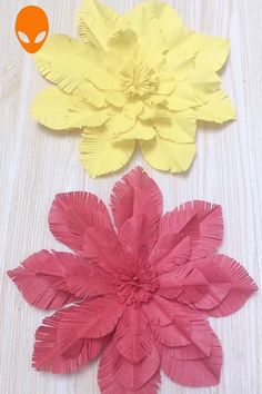 Amazing Paper Crafts~ You are in the right place about white Paper Flowers Here we offer you the most beautiful pictures about the Paper Flowers shadow box ideas you are looking for. Paper Flowers Craft, Paper Crafts Origami, Giant Paper Flowers, Paper Crafts For Kids, Paper Roses, Diy Arts And Crafts, Flower Crafts, Creative Crafts, Diy Flowers