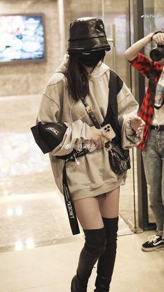 Korean Girl Fashion, Ulzzang Fashion, Korean Street Fashion, Kpop Fashion Outfits, Girls Fashion Clothes, Look Fashion, Korean Casual Outfits, Korean Outfit Street Styles, Edgy Outfits