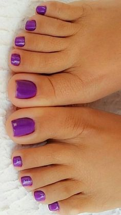 ♡ Legs, Heels ♡ Pretty Toe Nails, Cute Toe Nails, Pretty Toes, Beautiful Toes, Lovely Legs, Purple Toes, Toe Ring Designs, Nice Toes, Painted Toes