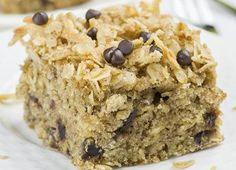 Cake: 1 rolled oats ¾cup whole-wheat ¾teaspoon baking powder ½teaspoon baking soda cinnamon brown sugar cup butter cup) vanilla chocolate chips. Easy Healthy Recipes, Sweet Recipes, Vegetarian Recipes, Biscuits Graham, Loaf Cake, Breakfast Cake, Cookies Et Biscuits, Granola, Coco