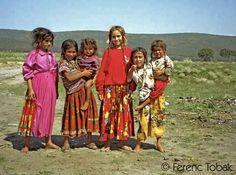 Magyarországi Romák or Magyar Cigányok also known as Romani Hungarians (gypsies) compose of the Hungarian population. Hippie Bohemian, Boho Gypsy, Modern Hippie, Hippie Chic, Hippie Style, Gypsy Caravan, Gypsy Wagon, Gypsy Life, Gypsy Soul