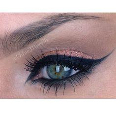 Eyeliner estilo árabe de Chloe Morello