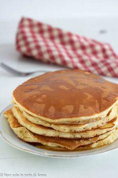 I pancake sono dei dolci tipici americani golosissimi con sciroppo d'acero che si preparano velocemente per la gioia di tutti #nonsololetortedianna #ricetta #recipe #giallozafferanoricette #ricettadelgiorno #ricettafacile #cucinaveloce #foodphotography #dolci #dessert #pancake #dolcisfiziosi #pancakeamericani Tupperware, Crepes, Sweet Recipes, Pancakes, Sweets, Cooking, Breakfast, Food, Sweet Tooth