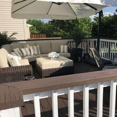 Behr Padre Brown deck paint with ultra white railings. Behr Padre Brown deck paint with ultra white Deck Decorating Ideas On A Budget, Small Deck Decorating Ideas, Outdoor Deck Decorating, Deck Ideas Townhouse, Deck Furniture, Outdoor Furniture Sets, Small Deck Ideas On A Budget, Small Backyard Decks, Backyard Pergola