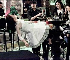 """""""Emergency Couple"""" Episode 1 Video Clip + Stills Of Falling Drunk Song Ji Hyo 