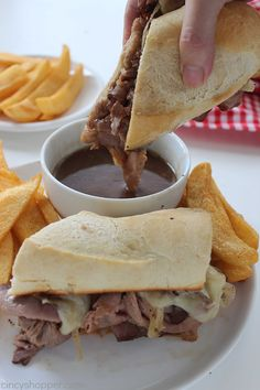 These Easy French Dip Sandwiches make for a perfect quick family dinner. Store bought deli roast beef, cheese, onions, and homemade au jus for dipping. PERFECT! Roast Beef French Dip, Roast Beef Au Jus, Sliced Roast Beef, Roast Beef Sandwiches, Turkey Sandwiches, Sandwiches For Dinner, Soup And Sandwich, Sandwich Recipes, Sandwich Ideas