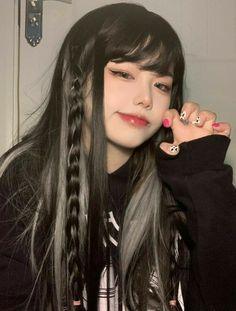 Korean Beauty Girls, Pretty Korean Girls, Cute Korean Girl, Aesthetic Hair, Bad Girl Aesthetic, Cute Makeup, Makeup Looks, Pretty Hairstyles, Girl Hairstyles
