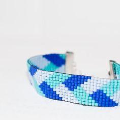 Bracelet manchette en perles tissées - motif tresse bleu ciel, bleu roi et turquoise