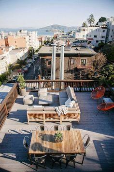 Was Sie Für Angenehme Stunden Auf Der Dachterrasse Brauchen, Sind Genug  Sitzflächen Und Grüne Bereiche. Die Auswahl Der Materialien Für Deren  Gestaltung Ist