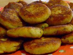 Mit Mozzarella gefüllte Kartoffel-Kräuter-Taler