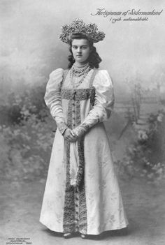 Grand Duchess Maria Pavlovna the Younger at the Imperial Ball in honour of her anniversary. She performed a Russian dance and was in a Russian folk fancy dress. Royal Families Of Europe, Swedish Royalty, Court Dresses, Casa Real, Old Dresses, Russian Folk, Imperial Russia, Royal Jewels, Historical Clothing