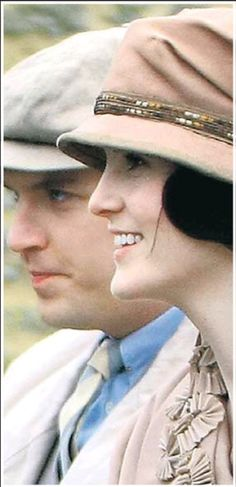 Sneak peeking Season 3 - Matthew and Lady Mary