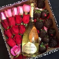 Trendy flowers boquette for girlfriend valentines day roses ideas Vino Y Chocolate, Chocolate Gifts, Valentines Day Treats, Valentine Box, Cadeau St Valentin, Pinterest Valentines, Wine Baskets, Chocolate Bouquet, Love Is In The Air