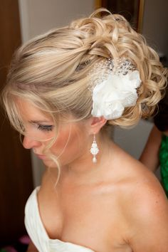 #Wedding #hair ♥ https://itunes.apple.com/us/app/the-gold-wedding-planner/id498112599?ls=1=8 'How to plan a wedding' iPhone App ... Your Complete Wedding Ceremony & Reception Guide ♥ http://pinterest.com/groomsandbrides/boards/ for more magical wedding ideas ♥ #pinned ... with love.