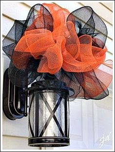 Mesh Ribbon is my best Friend! - Mesh ribbon makes the best large bows for outdoor decorating! I purchased orange and black mesh ribbon for Halloween and made… Dulces Halloween, Theme Halloween, Adornos Halloween, Holidays Halloween, Halloween Crafts, Halloween Doorway, Outdoor Halloween, Happy Halloween, Halloween Garage Door