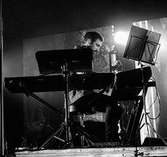 Vamos con la segunda de @sergiovaldehita. Hoy si que son de distinta canción ;) #tropoMusic #concert #live #blackandwhite #blackandwhitephotography #musica #directo #concierto #inConcert #music #musicgram #vsco #vscogood #vscogrid #vscohub #vscocam #photooftheday #sony #sonyA7 #A7 #sonyCamera #sonyAlpha #Alpha #alphaCamera #camera #mirrorless #humonegrophoto  #indie #LiveMusic #ivanFerreiro -------------------------------------------------- Todos los derechos reservados  tropocolo 2017