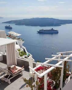 Fira Santorini Cyclades... Photo from @thanos_s_phtgrph! Check his beautiful gallery... Good morning to everybody with this amazing view! Tag a friend you would like to share this scenery with!