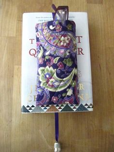 The perfect sewing project to hold your glasses and to hold your page! This sewing project is an eyeglass case with bookmark attached. This free sewing pat