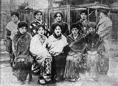 Early Shōwa era transvestite prostitutes. Japan. 女装男娼の集合写真2.昭和初期。