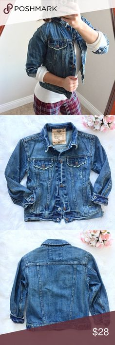 """Old Navy Worn In Jean Jacket Super cute """"worn in"""" looking jean jacket from Old Navy.  Excellent condition! Only worn a couple of times.  Features 3/4 Sleeves with buttons & front pockets.  100% cotton.  I would say this fits more on the juniors sizing. Old Navy Jackets & Coats Jean Jackets"""