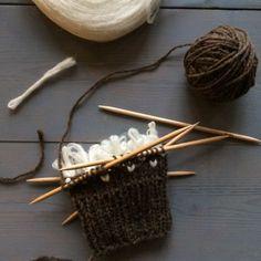 Ulltussarna läggs in vartannat varv, var fjärde maska. Opi, Bobby Pins, Hair Accessories, Knitting, Crafts, Embroidery, Tricot, Sock Knitting, Breien