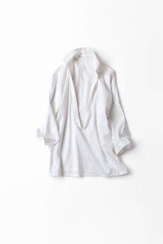 Kyoko Kikuchi's Closet | ゆったりと風を楽しむようなブラウス