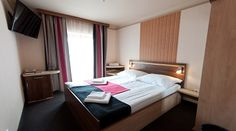 Standard double/single rooms  are in the older area of the Hotel. There are standard rooms with balcony and without balcony.  Rooms offer you a panorama to the lake Bánk or to the street.
