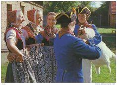Sorbische Mädchen mit Volksmusikanten. b- Schleife. b-2675
