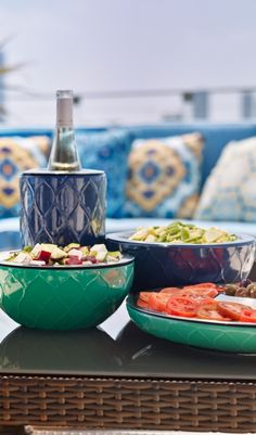 The newest addition to our Super Chill collection, these beautiful ceramic bowls are guaranteed to keep appetizers at the right temperature for hours, without ice to refresh or condensation to wipe away.