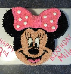 Minnie Mouse cake using round pan and round pans. Minni Mouse Cake, Minnie Mouse Theme Party, Minnie Mouse Birthday Cakes, Mickey Mouse Birthday, Mickey Minnie Mouse, Minnie Mouse Cupcake Cake, Mickey Cakes, Ciara Birthday, 1st Birthday Parties