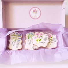 Lovely phrases in cookies to inspire your soul Cookie Wedding Favors, Edible Wedding Favors, Wedding Gifts, Birthday Cookies, Birthday Favors, Birthday Gifts For Her, Paint Cookies, Flower Meanings, Sugar Art