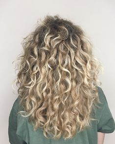 Beautiful ways to 50 style blonde curly hair 2019 25 Bad Hair, Hair Day, Luxy Hair, Hairstyle App, Curly Hair Styles, Pretty Hairstyles, Permed Hairstyles, Quick Hairstyles, Formal Hairstyles