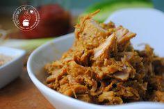 Er zijn verschillende recepten voor rendang. Je kunt het maken met rundvlees, groenten, kip of varkensvlees. In dit recept heb ik varkensvlees gebruikt.